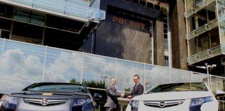 Opel przekazuje Telewizji Polsat dwa samochody elektryczne Ampera 3