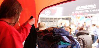 """Mieszkańcy Krakowa przekazali blisko 4 tony ubrań Akcja pod hasłem """"Stylowy Recykling"""" w Krakowie zakończona 5"""