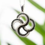 Akcesoria Biżuteria  Biżuteria na Dzień Kobiet – jak ją wybrać?