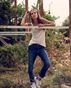 Moda Damska Moda Męska  Wrangler przedstawia nowość na sezon SS16 - Jogging Jeans