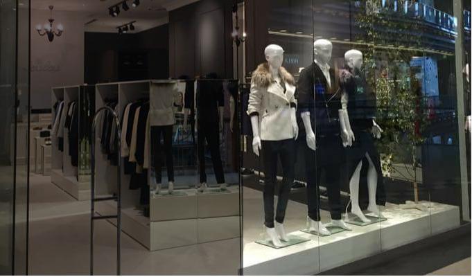 Moda Damska  Wiosenne nowości w butiku LouLou - bluza z błyszczącymi elementami