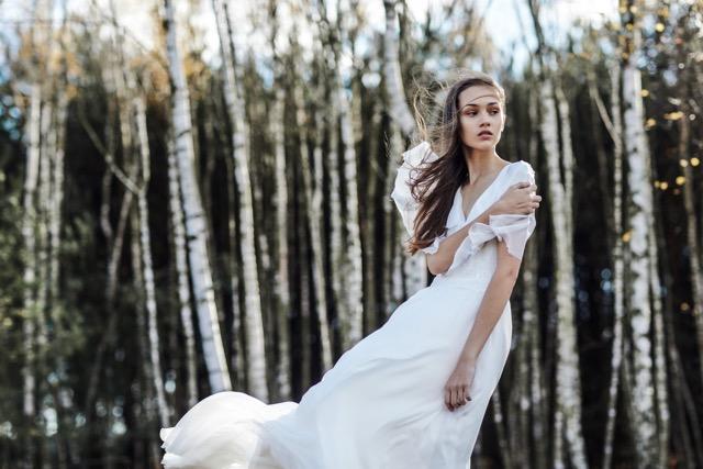 Moda Damska  Suknie ślubne muśnięte wiatrem