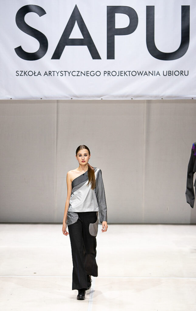 Pokazy Mody Wydarzenia  Kolekcja inspirowana labiryntem Londynu wygrywa Pokaz Dyplomowy SAPU