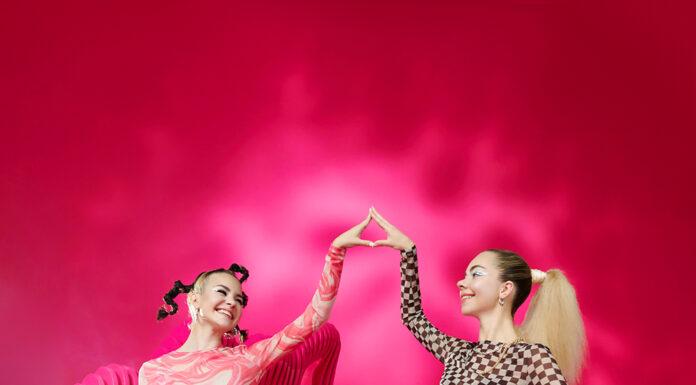 Kinga Sawczuk i Antonina Flak w magicznej kampanii Cropp (3)