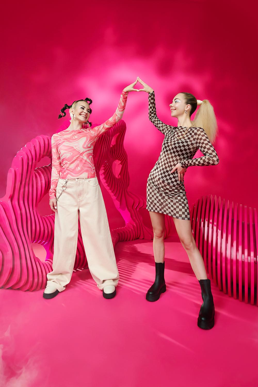News  Kinga Sawczuk i Antonina Flak w kampanii Cropp: Magic. We have it.